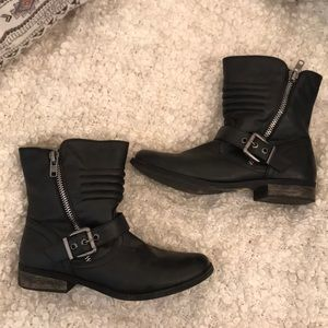 Black boots! Brand is rampage!